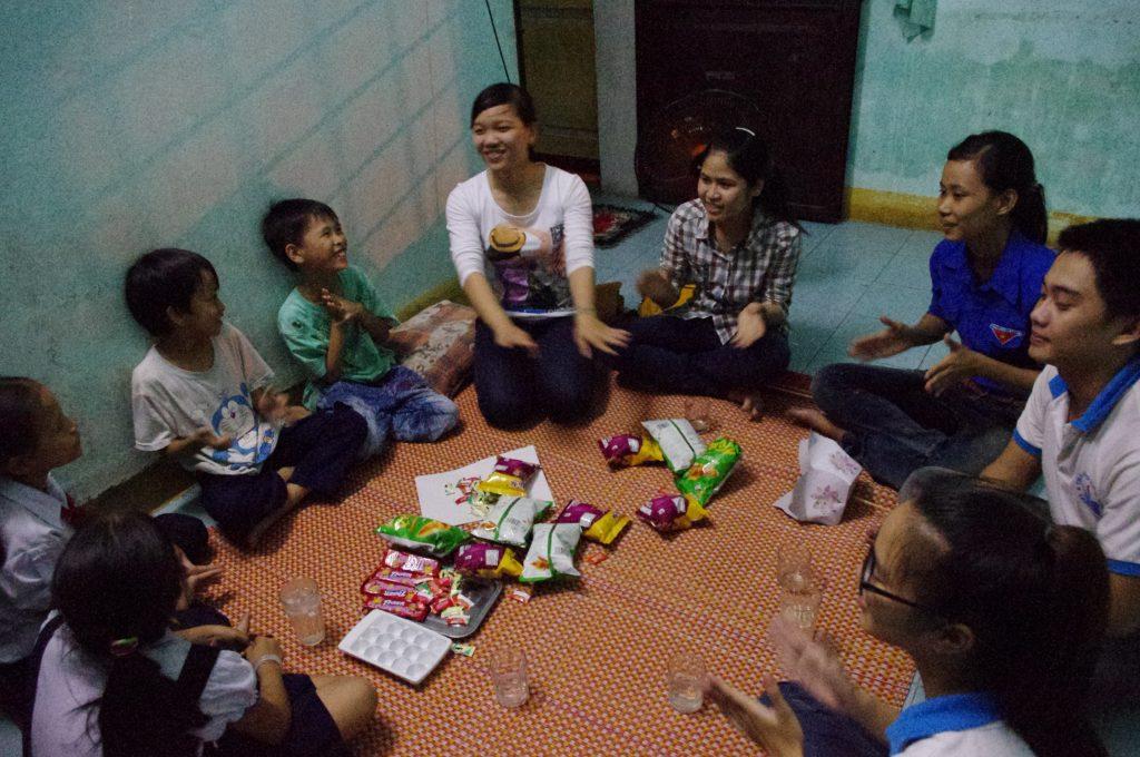 フエ市、学習支援、子どもの家で
