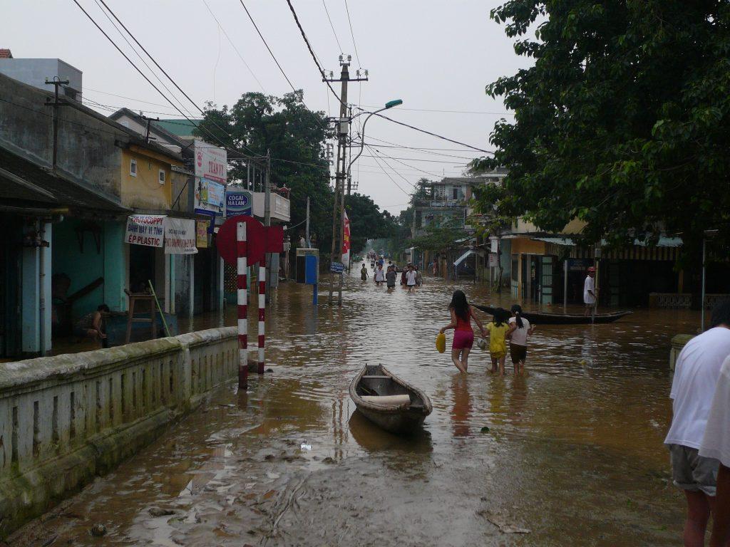 洪水のあとの様子、フエ市