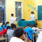 フエ市、学習支援教室で教えるフエ大生