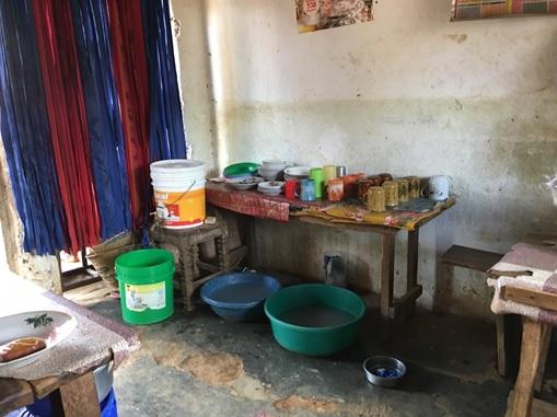 タンザニア・ウルグル山域の村の食堂