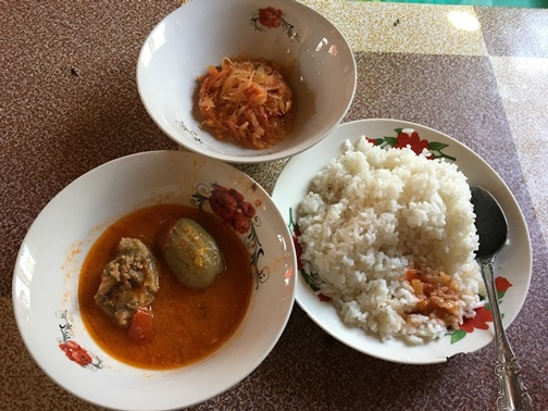 山の村の食堂のお昼ごはん
