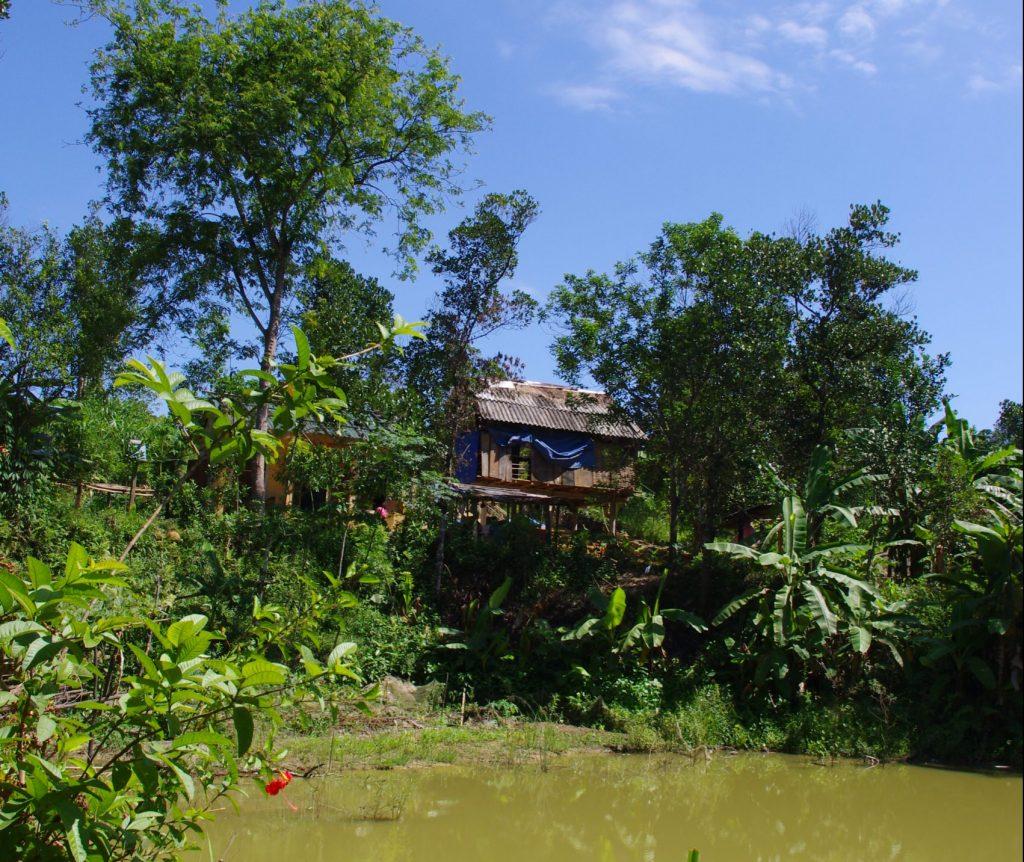 風通しのよい場所に立つ少数民族の家、フエ・ベトナム
