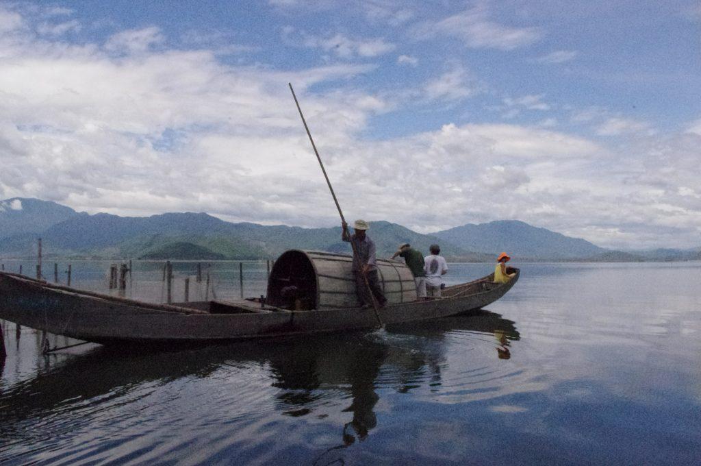 ラグーンの漁船、フエ・ベトナム