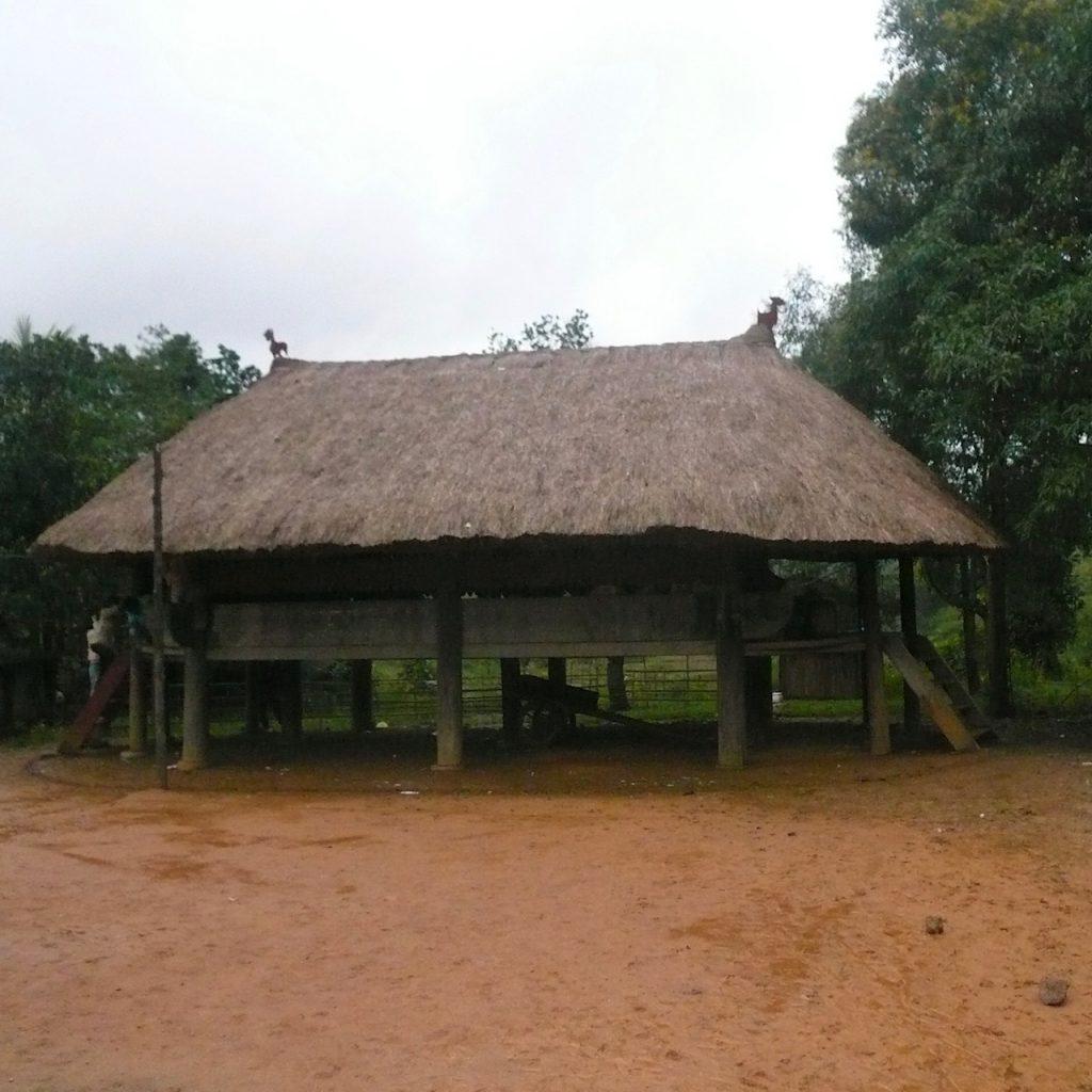 ハンバーヒルに近い村に建つコミュニティハウス、ベトナム・フエ