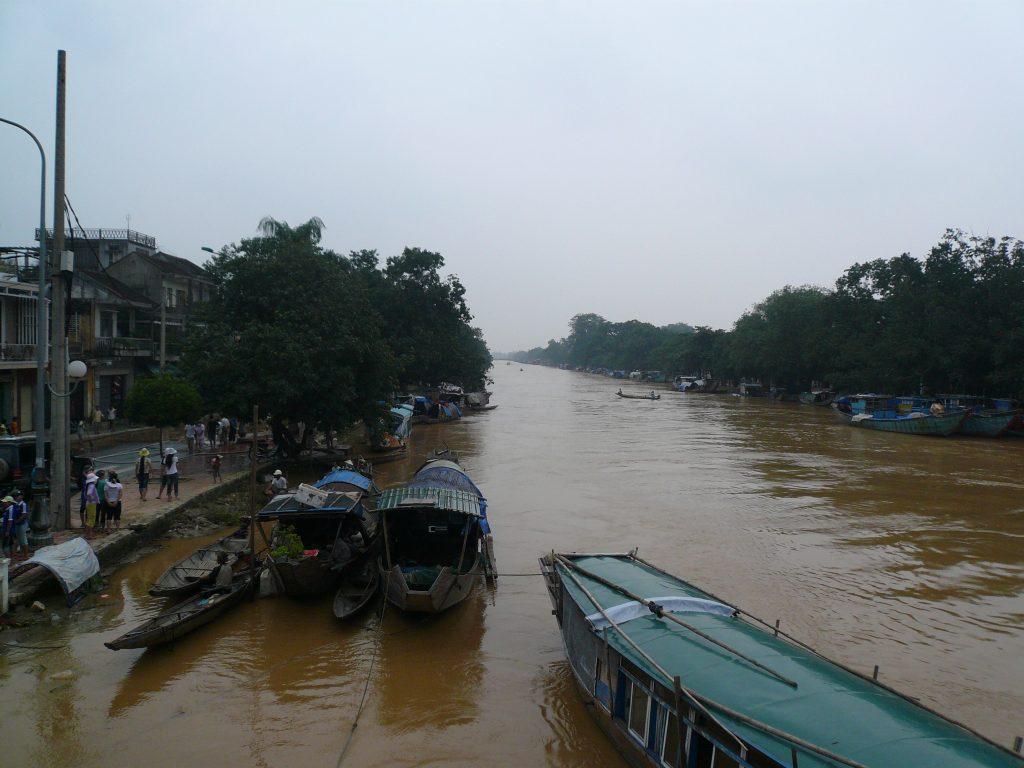 洪水の後、フエ市
