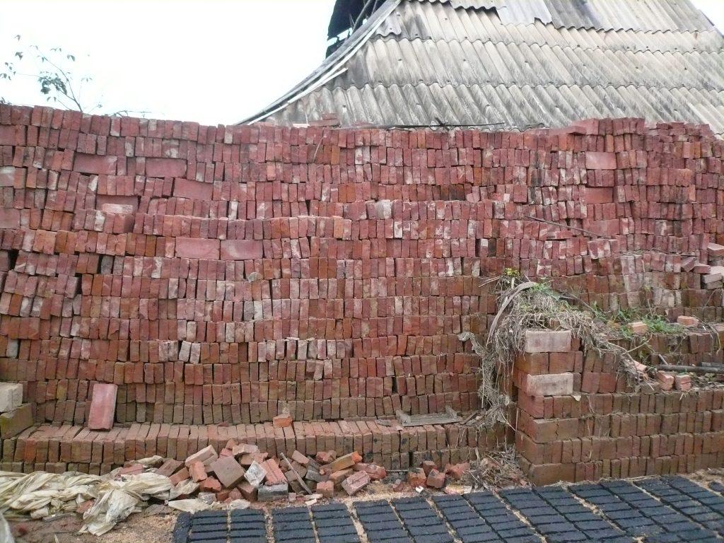 川底に溜まった土で煉瓦を作る⑤・ベトナム・フエ省