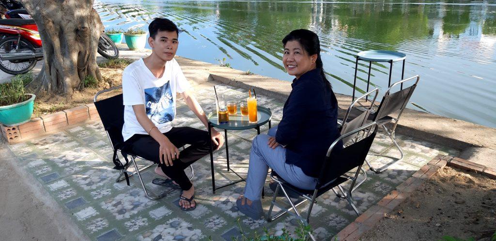川辺のカフェで、フエ・ベトナム