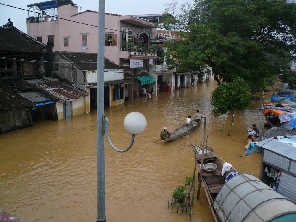 水上生活者がいた頃の洪水の様子、フエ市・ベトナム