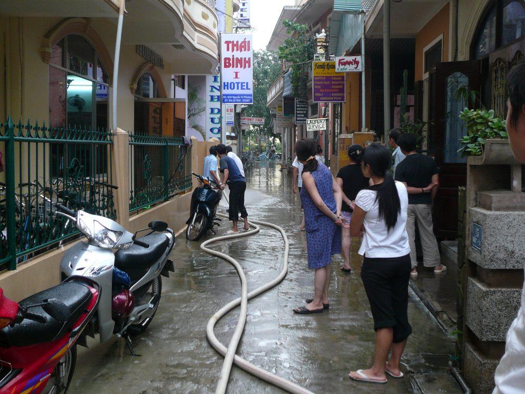 洪水のあとの様子、フエ市・ベトナム