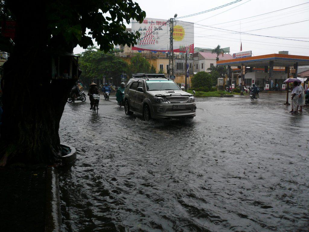 洪水の様子、フエ市・ベトナム