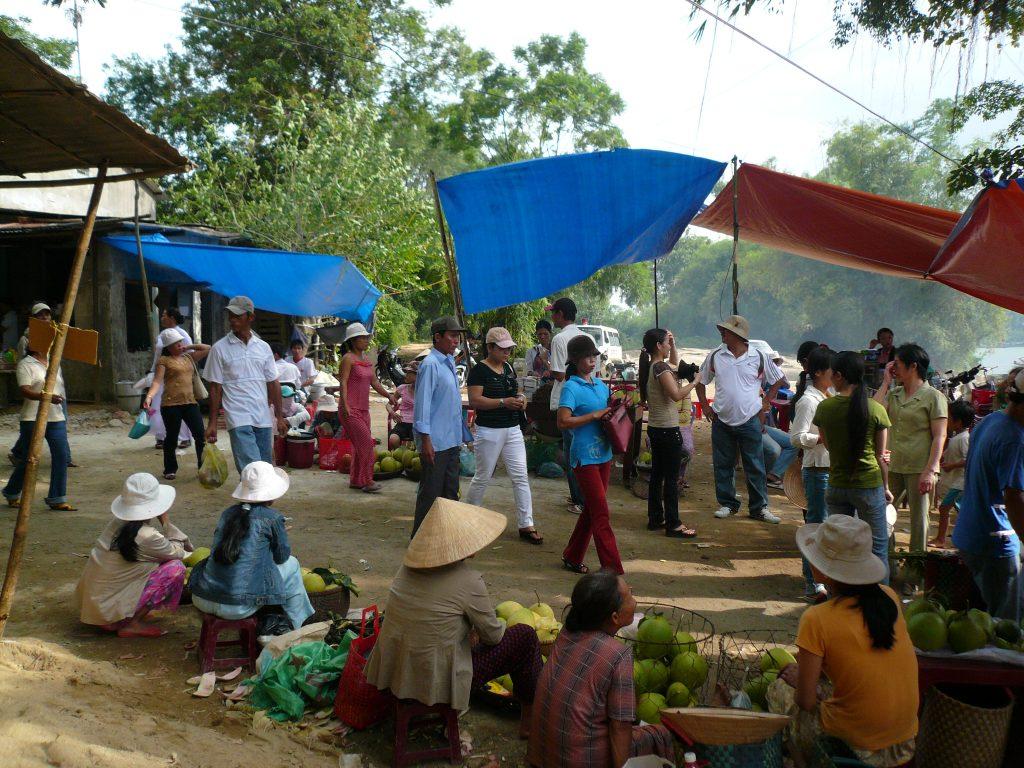 ディエン・ホン・チェンのお祭りの屋台・フエ市・ベトナム