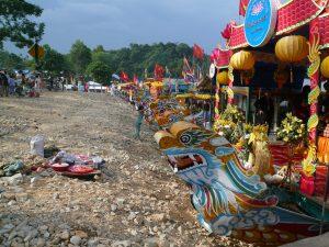 ディエン・ホン・チェンのドラゴンボート・フエ市・ベトナム