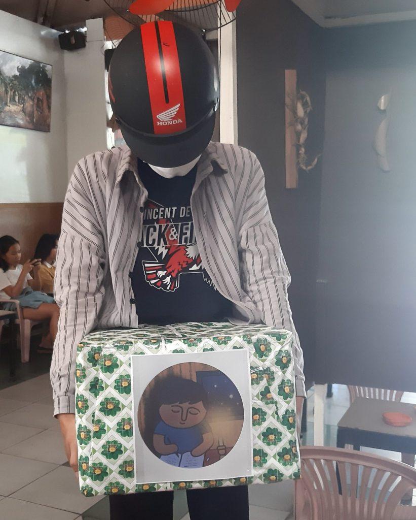 寄贈書籍を運ぶ、ベトナム