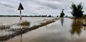 フエ市内に近い村の洪水