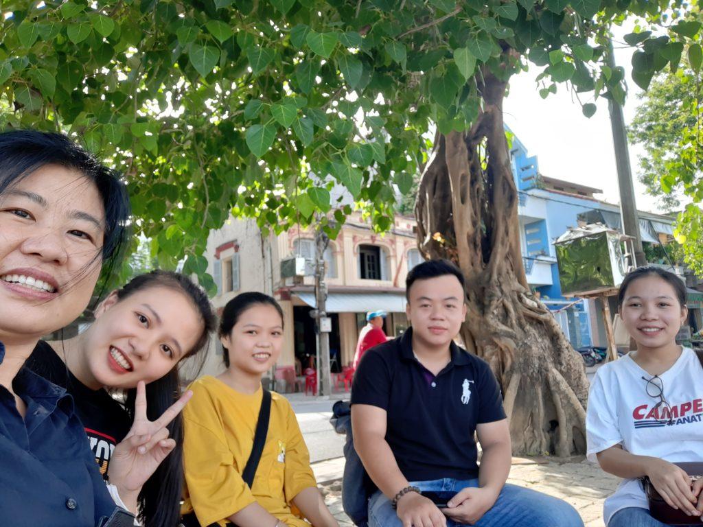 卒業生たち、フエ市・ベトナム