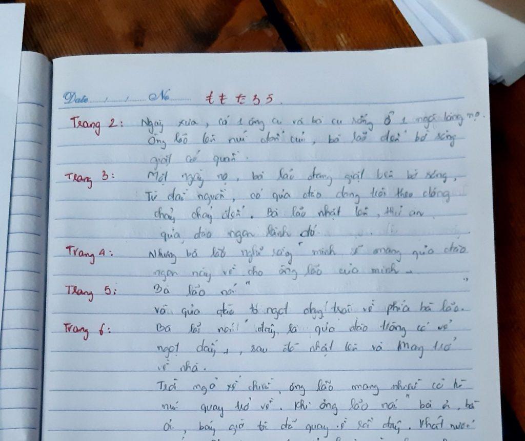 翻訳した内容を書いたノート、フエ市・ベトナム